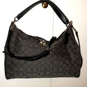 Coach hand/shoulder/cross bag.